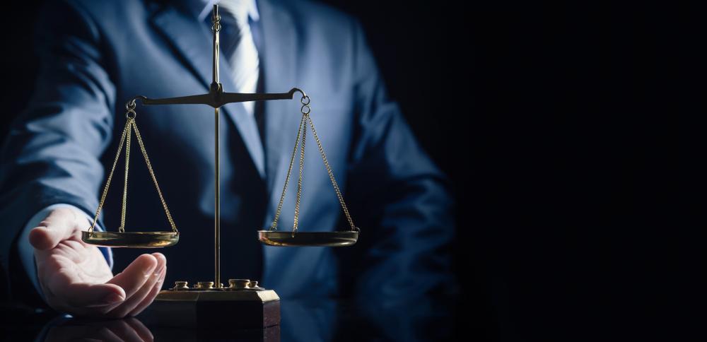 Hvordan bliver man advokat?